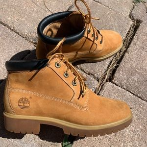 GREAT CONDITION TIMBERLAND WATERPROOF BOOTS!!